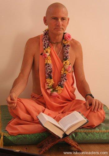Danavir Goswami Smashed Hridayananda Goswami