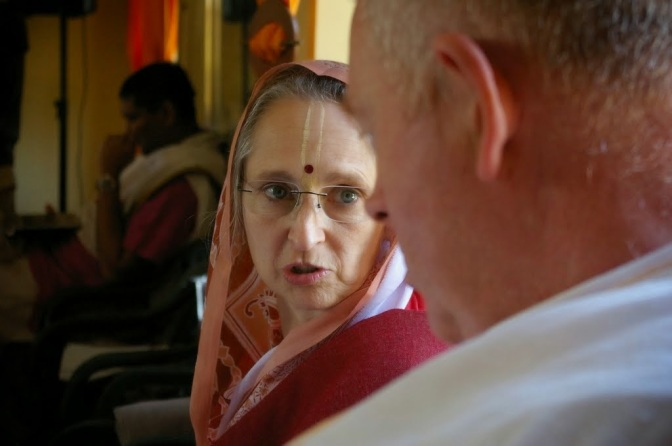 Jasomatinandan Prabhu Smashes Nonsense of Women Giving Lectures to Men in Iskcon